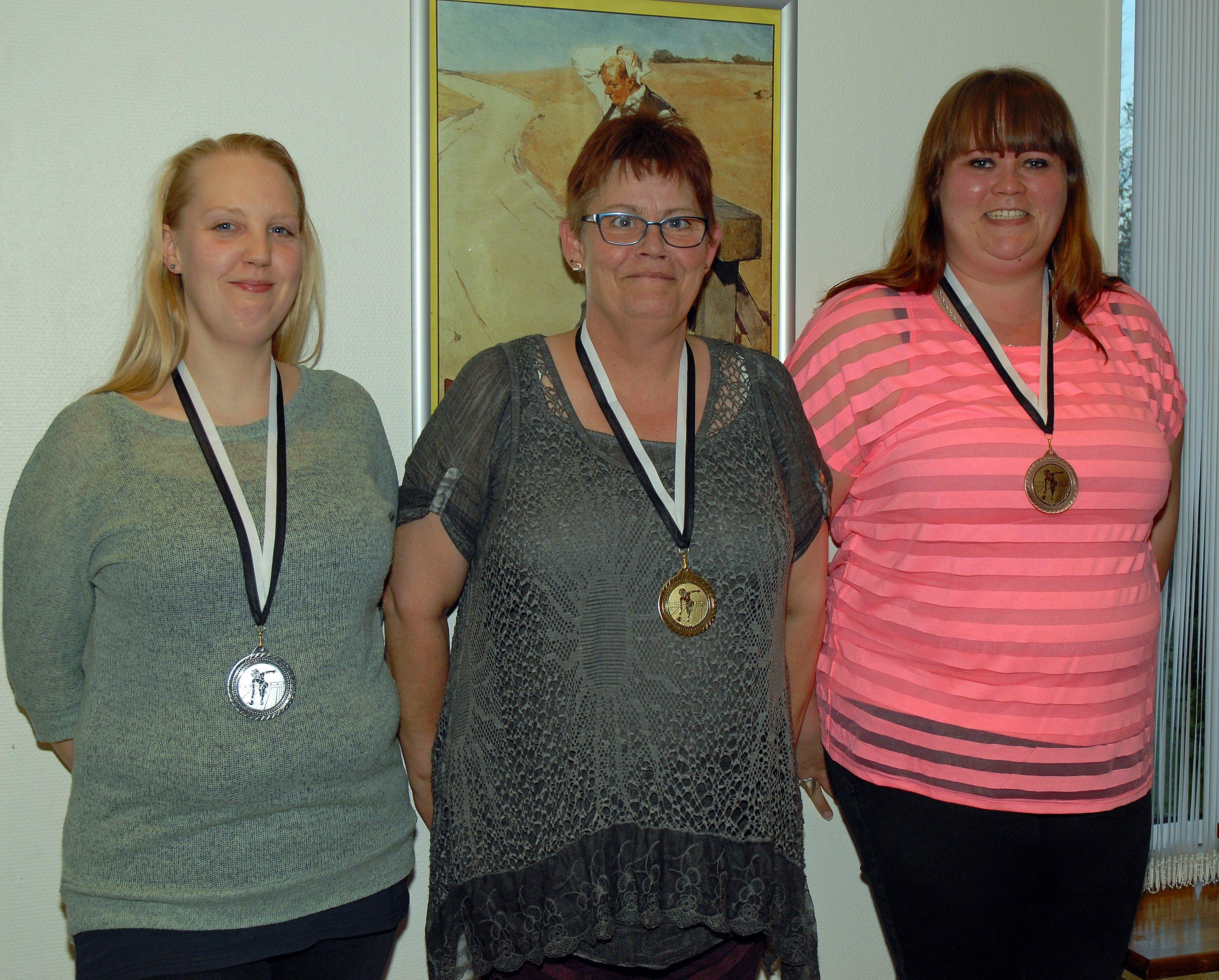Klubmesterskab 2015. Damer række B. Guld til Gitte Jensen, Sølv til Michelle Jensen og Bronze til Ann L Hansen
