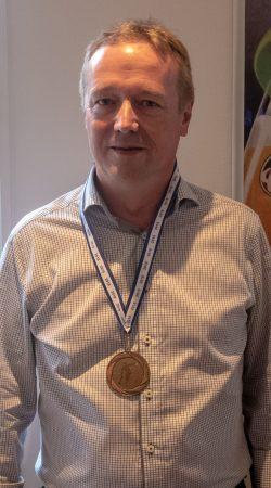 Herrer række B. Bronze